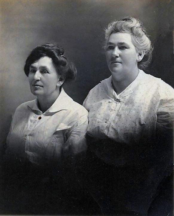Nora-and-Roxie-Crockett