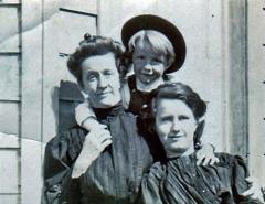 Theone-Larsen-Mary-Smith-Miss-Sullivan-abt-1910
